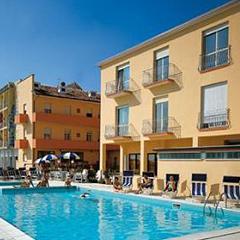Hotel farsaglia villamarina di cesenatico pollini - Hotel gatteo mare con piscina ...